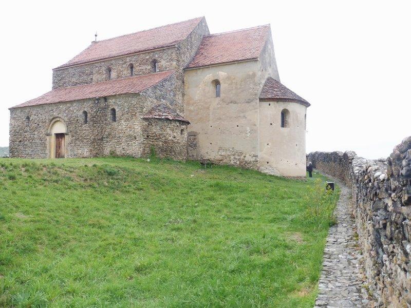 Cinadiora église fortifiée